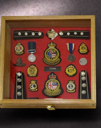 16x16x2.5-red-oak-with-austrailian-military-awards
