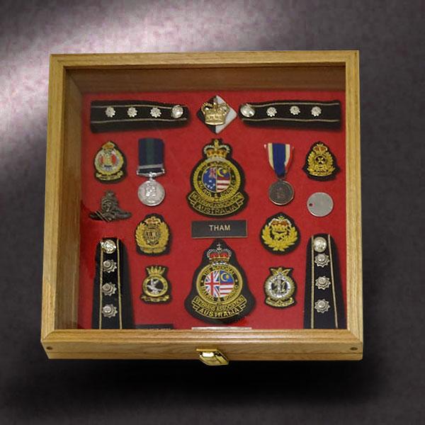 16x16x2.5-red-oak-with-austrailian-military-awards
